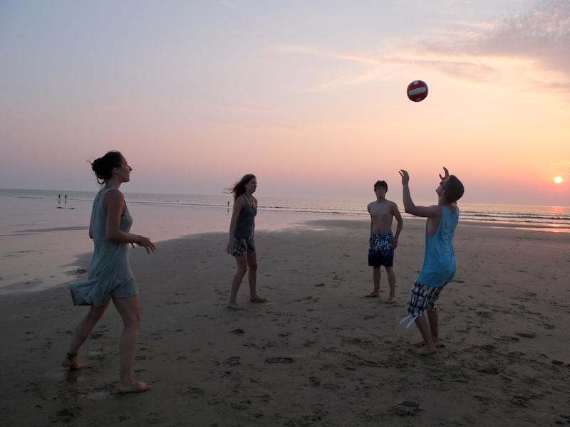 Volleyball spielen am Atlantik