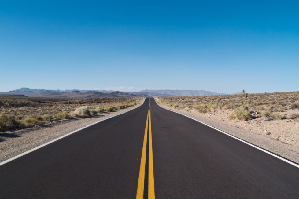 Straße ins Death Valley.