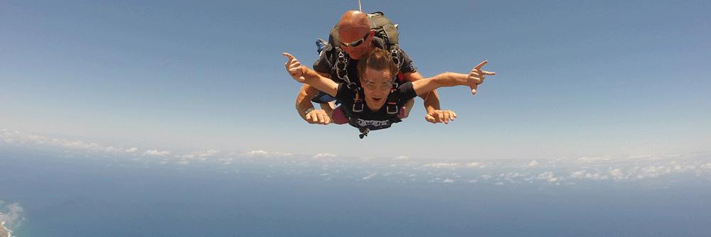 Fallschirmspringen über Oahu
